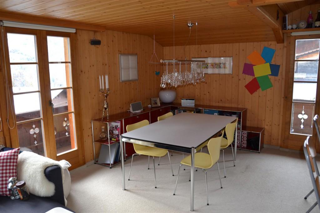 Wohnzimmer (Essecke mit Bibliothek)