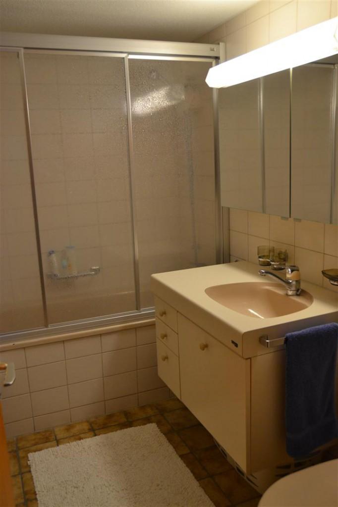 Bad mit Dusche/Badewanne und WC