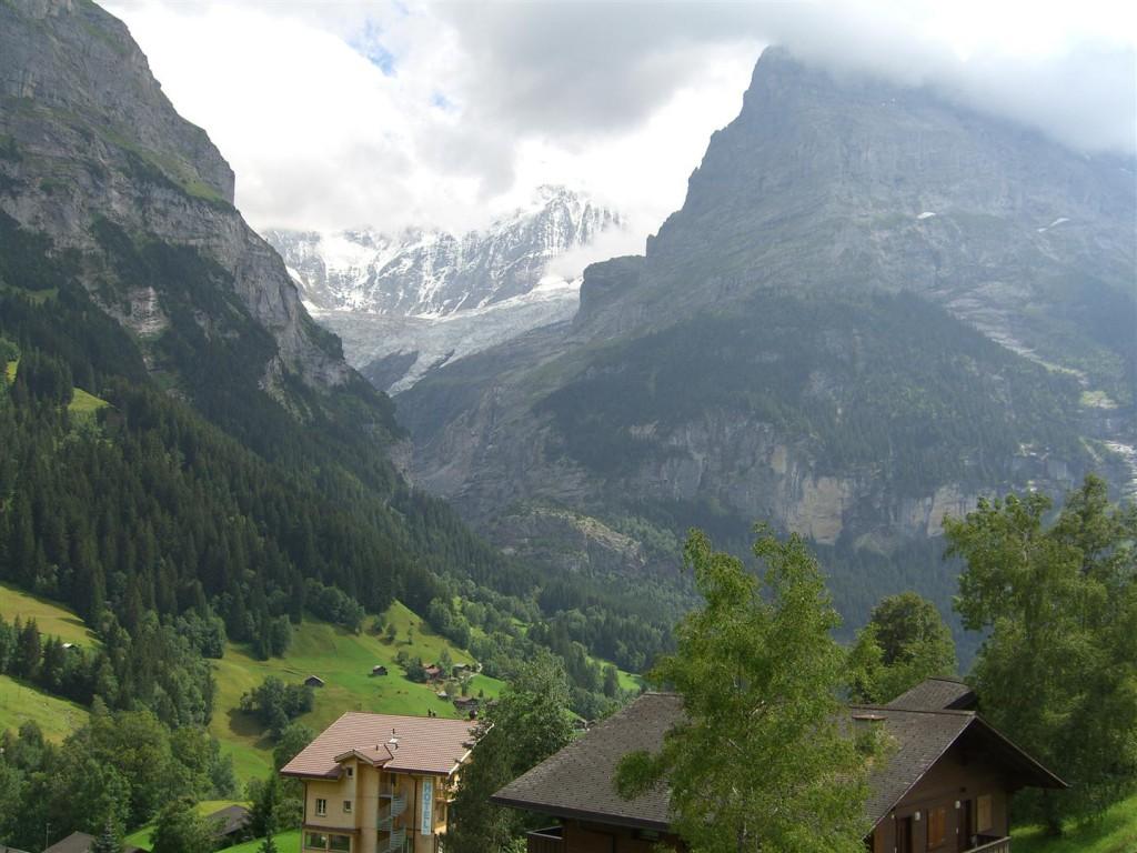 Sommer: Südsicht direkt auf den unteren Gletscher