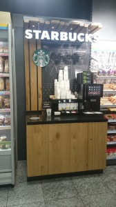 Der Kiosk ersetzt seine Kaffeemaschinen mit Starbucks Maschinen und verlangt unverschämte Preise